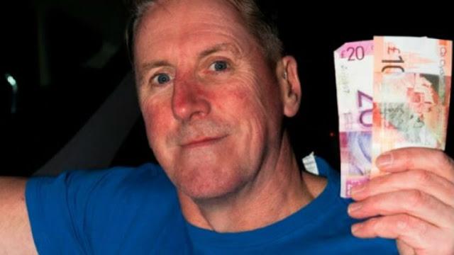 Παρέδωσε τα λεφτά που βρήκε και λίγο μετά κέρδισε... 50.000!!!