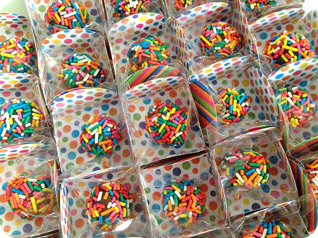 Decoração : Festa Carnaval - Mesa / Brigadeiro com Granulado Colorido