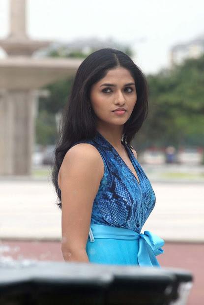 Tamil Actress Sunaina - Exploring Mars