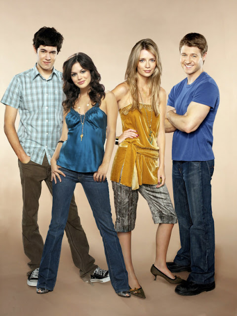adam brody, mischa barton, rachel bilson, benjamin mckenzie pose for season 3 promotional photos
