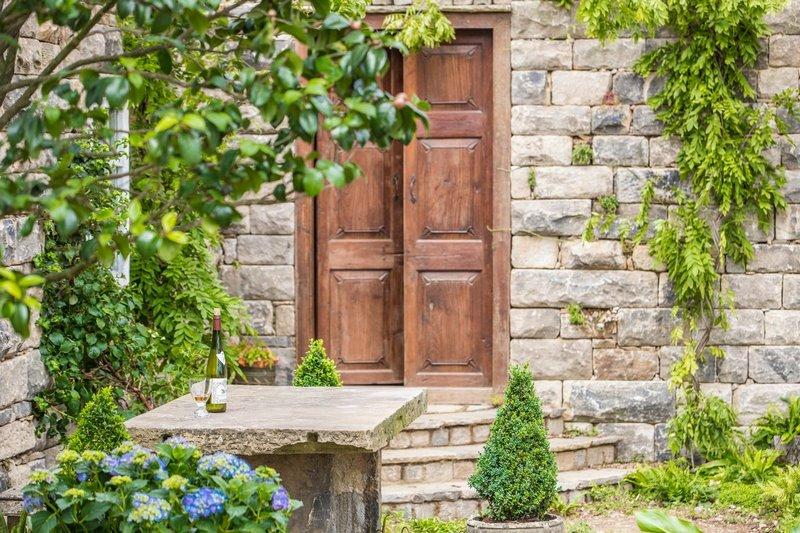The Pazo's Secret Garden. Rose McMonigall. RHS Hampton Court Flower Show 2017