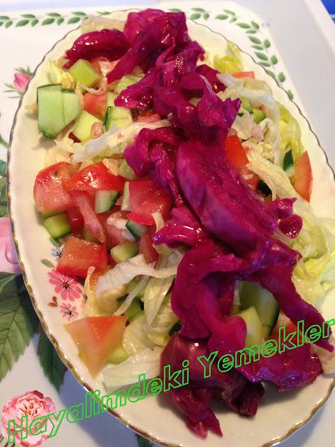 resimli Kırmızı Lahana Turşusu ile Salata tarifi