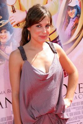 Celebrity Photo Bazer: Lindsay Sloane
