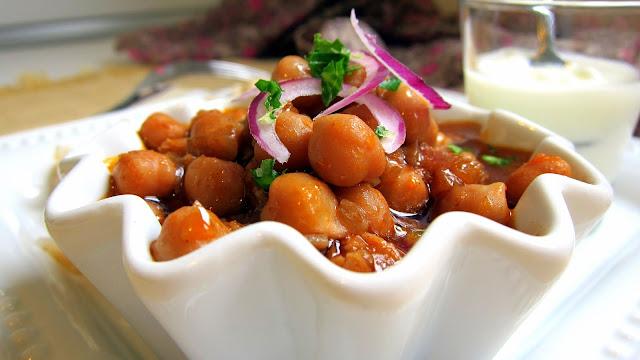 pressure cooked chana masala close-up