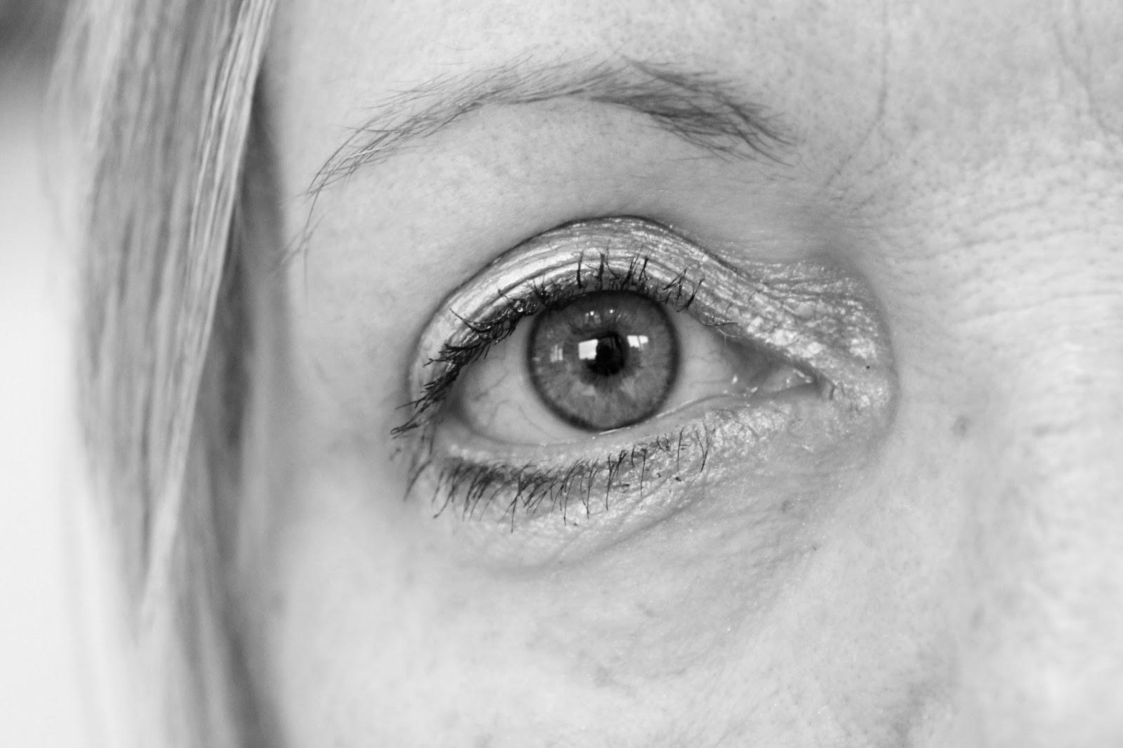 #one Liftingserum, anti aging, anti falten serum, anwendung, augenlifting, augenringe kaschieren, beauty argument, erfahrung, eyesential, feuchtigkeit, hyaluron, mimikfalten, review, soforteffekt, weichzeichner,