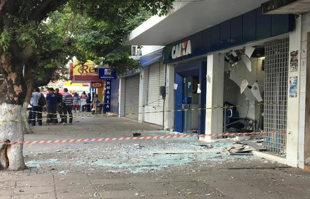 Ladrões explodem CEF de Carpina