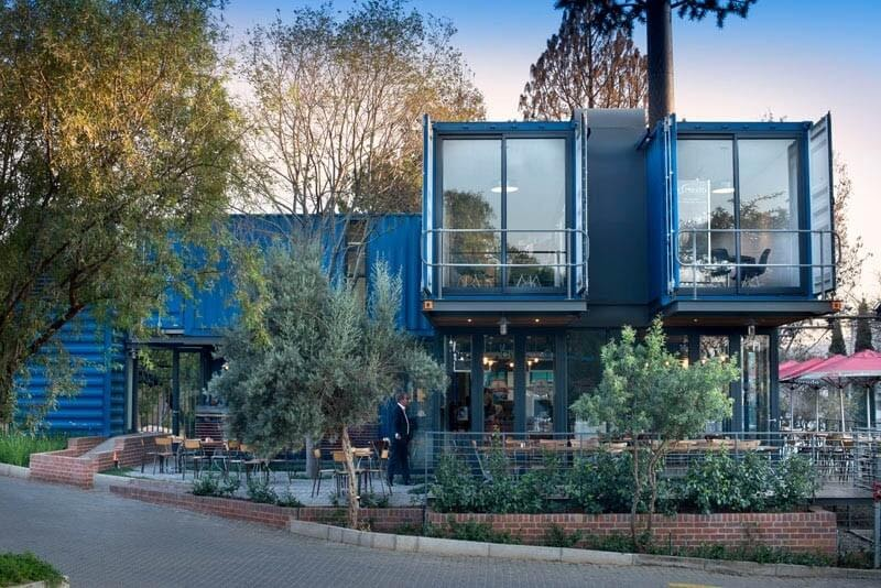 03-External-View-Earthworld-Architects-Sustainable-Architecture-Shipping-Containers-Coffee-Shop-www-designstack-co