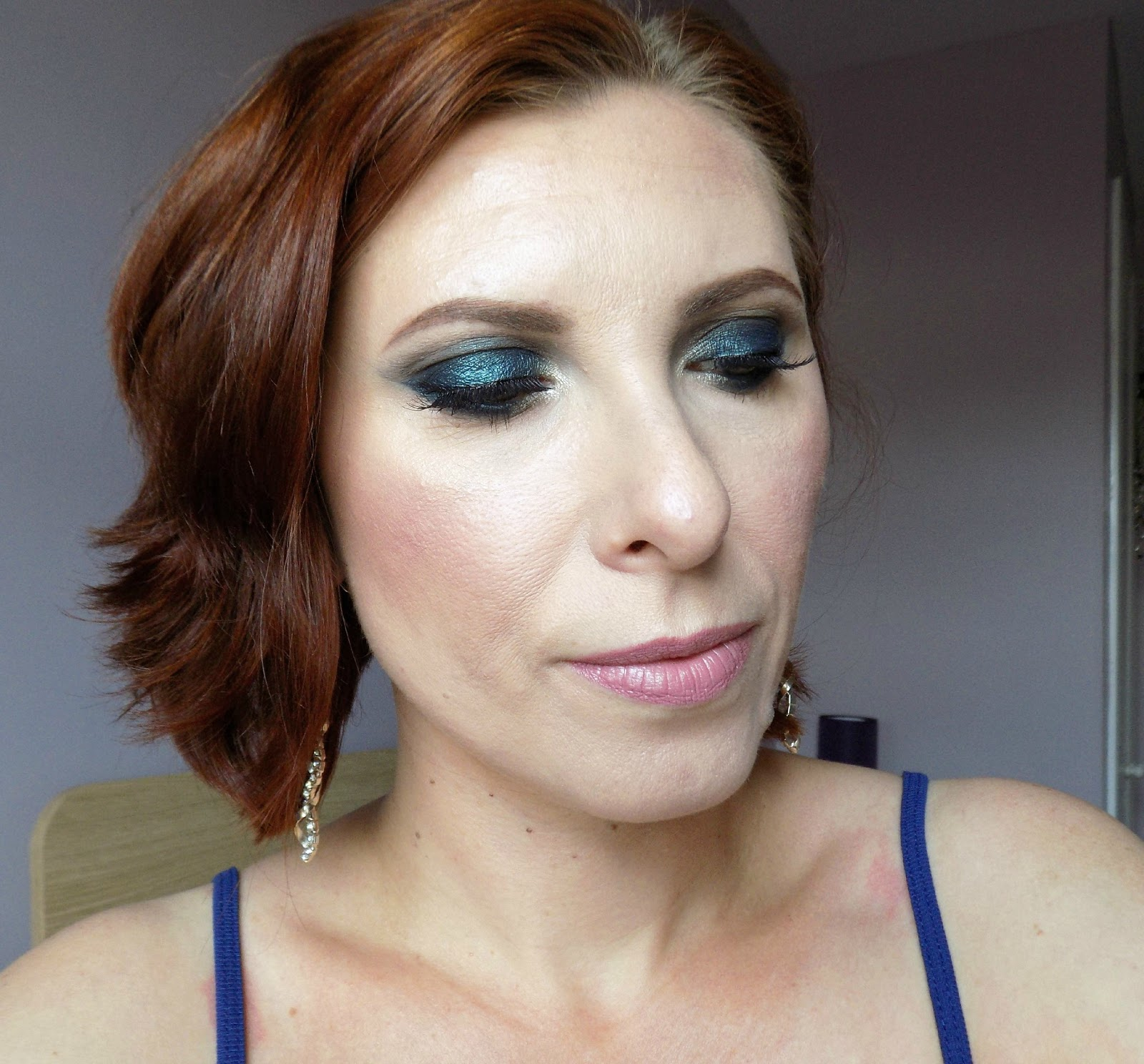Dark green smokey eyes makeup look