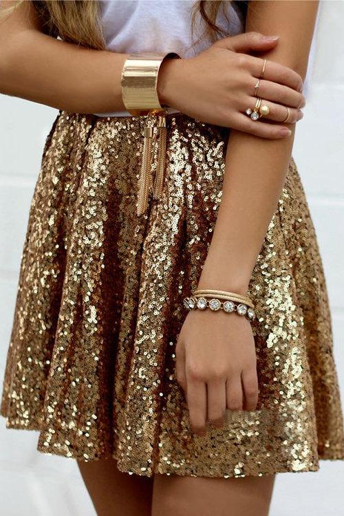 https://www.yoins.com/Fashion-Sequins-High-Waist-Mini-Pleated-Skirts-p-1130987.html