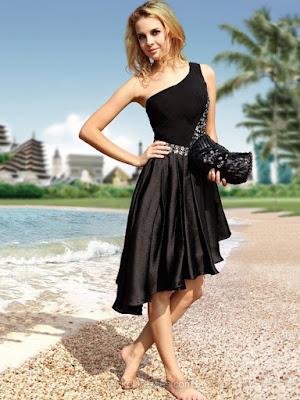 Vestido Preto Assimétrico com Brilho