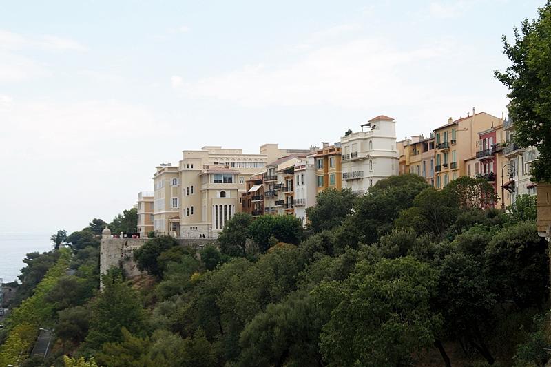 Blick vom Fürstenpalast Schloss Grimaldi Monaco Häuser Sommer Städtetrip Urlaub Südfrankreich Mittelmeer Interrail-Reise