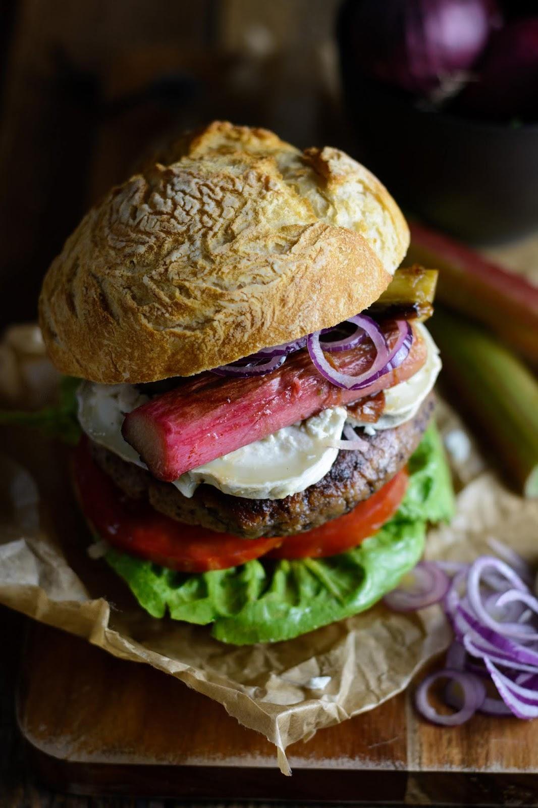 Rezept für vegetarischer Kidneybohnen Burger mit Ziegenkäse und karamellisiertem Rhabarber, Burger Foodblog, Ina Is(s)t