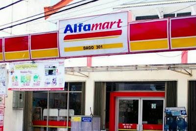 alfamart di Padang