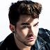 """Adam Lambert lançará a inédita """"Welcome to the Show"""" e, pela prévia, soa muito animadora"""