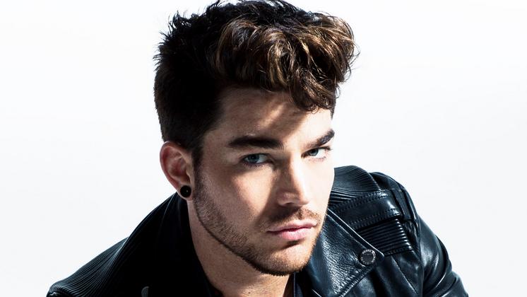 Adam Lambert acaba de anunciar o lançamento de uma música inédita para essa quinta-feira, 17.