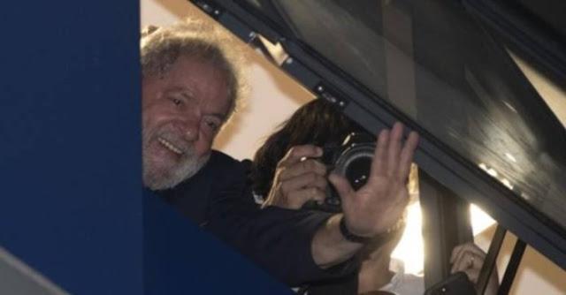 Lula, con orden de prisión, no se entrega y sus abogados negocian con la policía