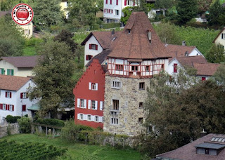 La Casa Roja desde el Castillo de los Príncipes de Vaduz, Liechtenstein