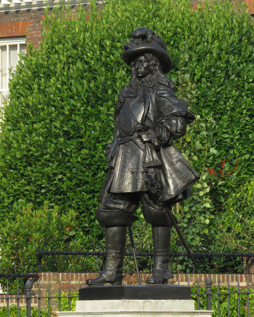 Statue of William III of Orange by Heinrich Baucke, Kensington Palace, Kensington Gardens, London