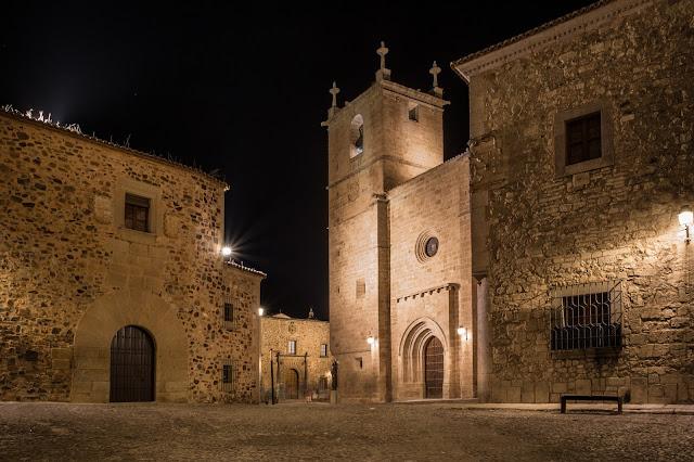 Plaza de Santa María y Concatedral :: Canon EOS5D MkIII | ISO100 | Canon 17-40@25mm | f/14 | 30s (tripod)