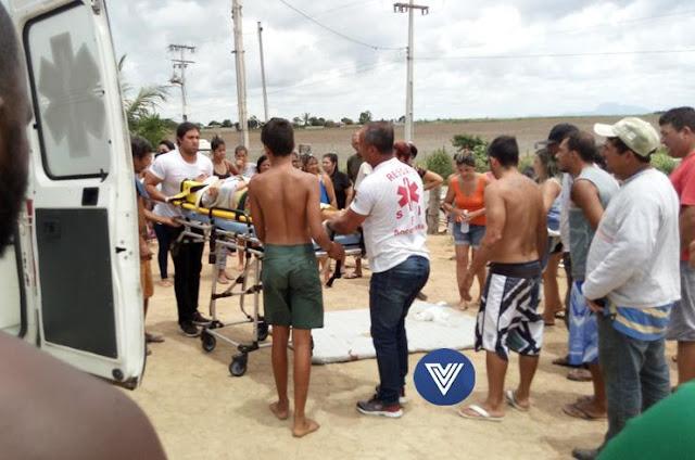 http://vnoticia.com.br/noticia/2381-carro-capota-na-rj-224-em-sfi-no-trevo-de-acesso-a-divisa-com-o-es