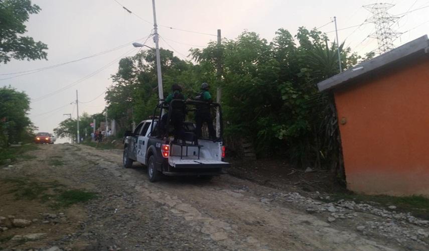 Sicarios arremeten contra familia en Coatzintla; raptan a una mujer y la violan al interior de un taxi.