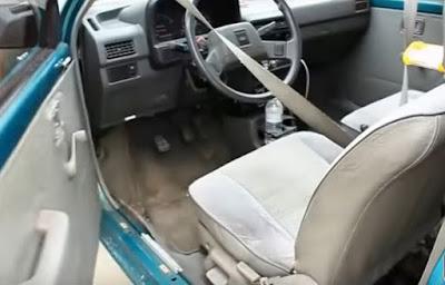 Hướng dẫn mở cửa xe ô tô bằng móc áo dây thép