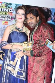Pawan Singh and Khayati Singh in Balamua Tohre Khatir