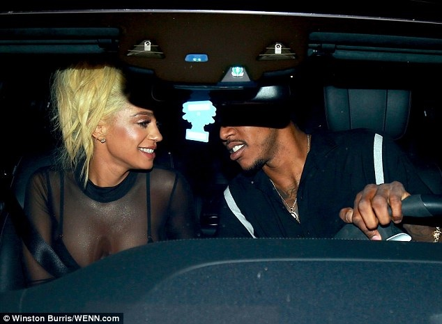 Nick Young seen kissing singer Paloma Ford