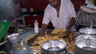 Κλαίμε από συγκίνηση: Δείτε τι κάνει αυτός ο Μάστορας της τηγανητής πατάτας.... ΒΙΝΤΕΟ