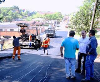 Prefeito vistoria pavimentação nos bairros Carapiranga e São Conrado em Registro-SP