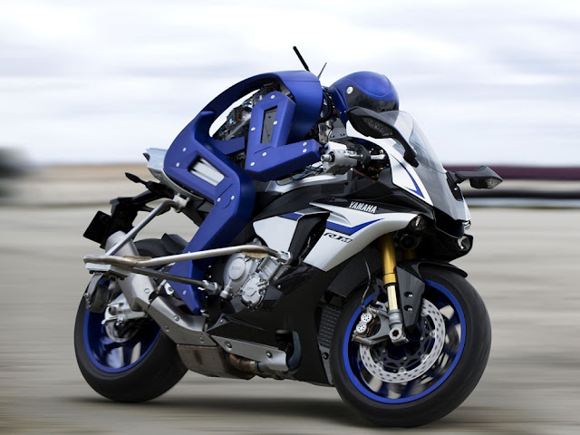 yamaha-humanoid-robot-ride-a-motorcycle-vs-valentino-rossi