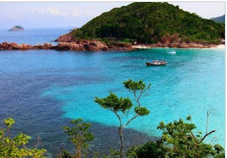 http://www.teluklove.com/2016/10/pesona-keindahan-pulau-tabuhan.html