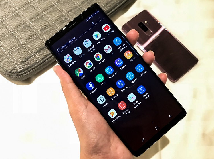 6.4-inch Super AMOLED with Infinity Display