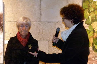 Esguard de Dona - Maria Teresa Baltaxar i Montser Juvé durant la inauguració de l'exposició Entre Vinyes a la Capella de Sant Joan Vilafranca del Penedès