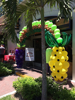 Pineapple balloon sculpture and grapes shape balloon arch