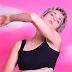 """Poxa, nenhum defeito! MØ relança faixa """"Blur"""", com reforço do Foster The People"""