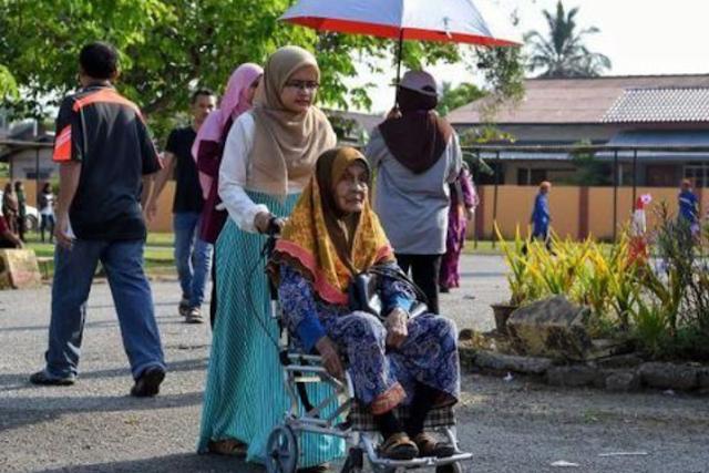 Nenek 94 tahun bernama Che Don Abdul Rahman ini memilih sejak pemilu pertama.