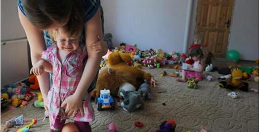 Une mère découvre que sa nounou maltraite sa fille grâce à Facebook