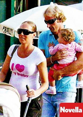 fbda32ae21ec Celeb68  Massimiliano Rosolino e Natalia Titova foto al parco con la ...