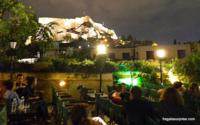 Cine Paris ao ar livre em Atenas, com vista para a Acrópole