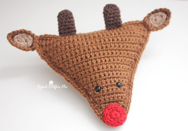 http://www.repeatcrafterme.com/2015/12/cuddly-crochet-rudolph-the-reindeer.html
