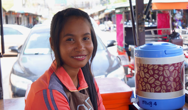Sourires du Jour - Sourires khmers. Photographie par Christophe Gargiulo +855 87 261 019