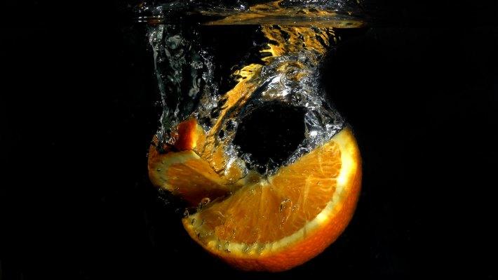 Wallpaper 2: Orange Slice in Water