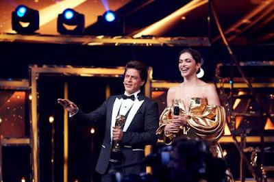 Shah-Rukh-Khan-Deepika-at-Lux-Golden-Rose-awards