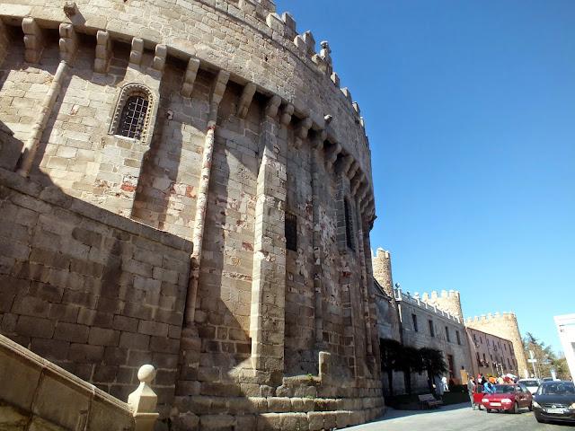 La Catedral y la muralla de Ávila