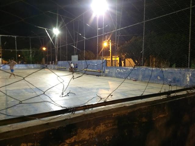 Em São José da Tapera, moradores cobram melhorias na quadra poliesportiva da cidade