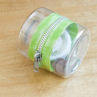 DIY Plastic Bottle Zipper Container