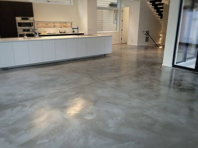 Aplikasi beton burnish pada lantai kitchen - img via pinterest