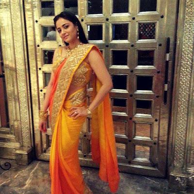 Biodata Neha Bam berperan sebagai Mrs. Khanna