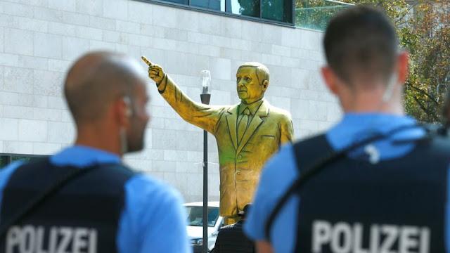 Retiran estatua dorada de Erdogan en Alemania